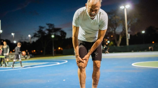 Man with hurt knee needs to go get it checked out